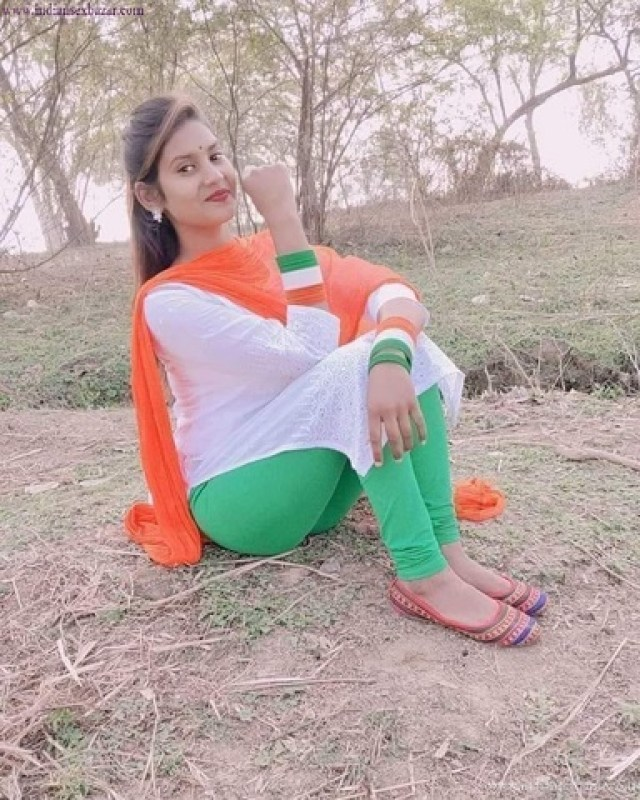 सलवार कुर्ती में कुंवारी लड़की कुंवारी लड़की की सलवार खोल वर्जिन चूत से खून निकाला Hindi XXX Story