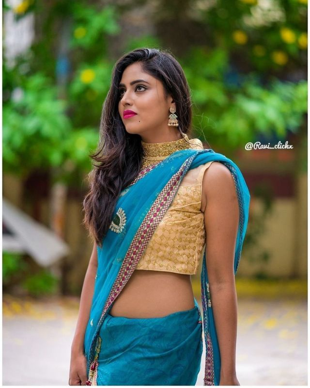 Sexy and Hot Indian Girl In Blue Color Cotton Saree and Cut Sleeves Blouses or Sleeveless Blouse (4)
