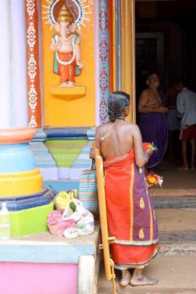 06hallaki_woman_dress_rear_v_lakshmanan11