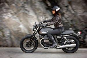 2013-MotoGuzzi-V7Stone2