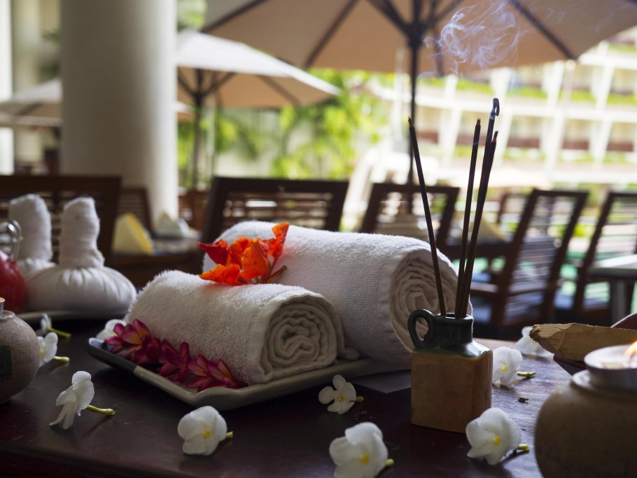 massage-therapy-1731456_1920