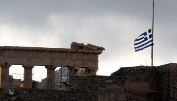 Μεσίστια η σημαία στην Ακρόπολη για τον Μανώλη Γλέζο   The Indicator