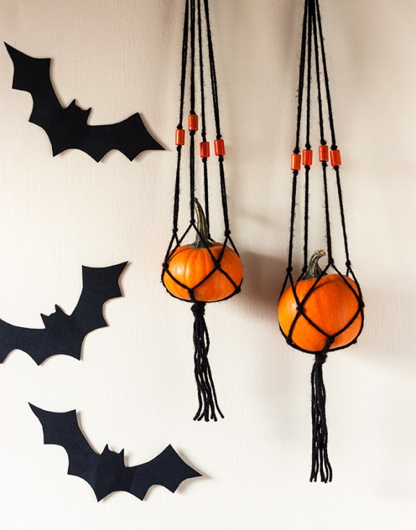 DIY: Mini Pumpkin Macrame Hanger – Indie Crafts