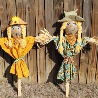 Build a Cute Scarecrow