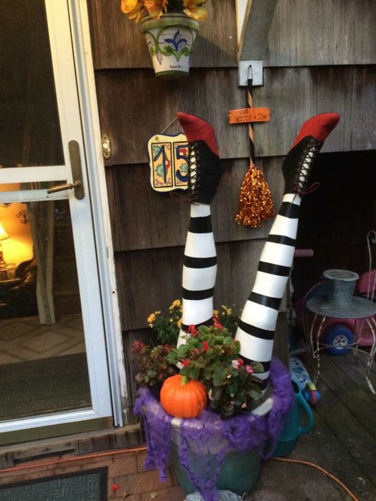diy wicked witch legs halloween decor indie crafts. Black Bedroom Furniture Sets. Home Design Ideas