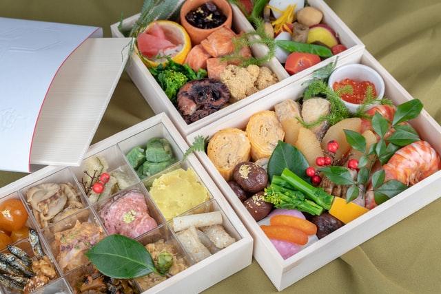 5 menu rice box untuk inspirasi bisnis kuliner kamu (Photo by Kouji Tsuru on Unsplash)