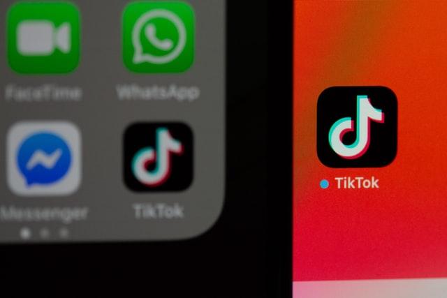 Telegram kalahkan TikTok sebagai aplikasi paling banyak dicari (Photo by Solen Feyissa on Unsplash)