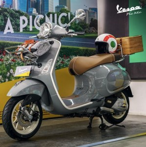 "Vespa Picnic Limited Edition Jadi Skuter ""Simbol Kebahagiaan"""