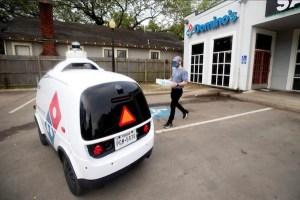 Mobil Nuro R2 digunakan untuk layanan antar pesanan oleh Domino's Pizza (Foto via Domino's Pizza)