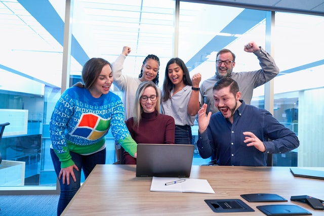 Tips bekerja sama dengan banyak stakeholder (Photo by Windows on Unsplash)