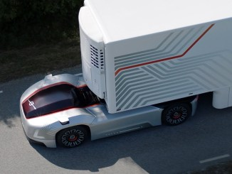 Camión autónomo de Volvo por la carretera