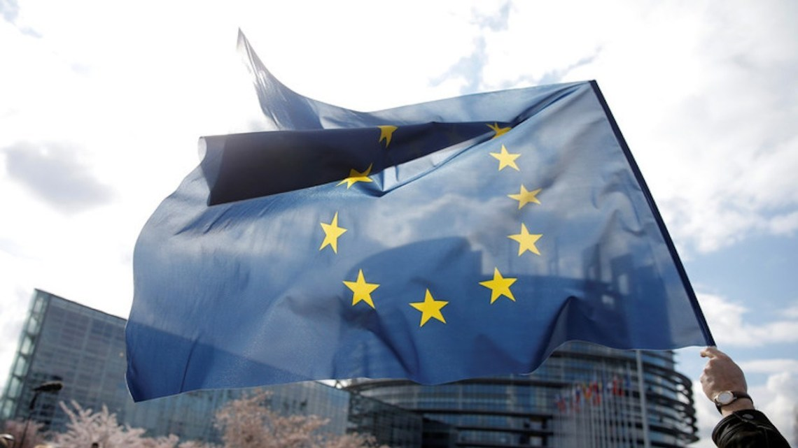 'Donkere dag voor internetvrijheid': EU keurt controversiële auteursrechthervorming goed