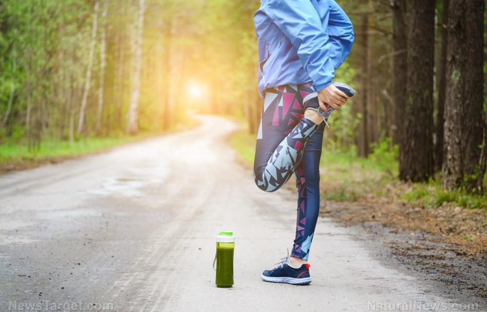 16 Tekenen dat u een leverzuivering nodig heeft (en hoe u op natuurlijke wijze kunt detoxen)