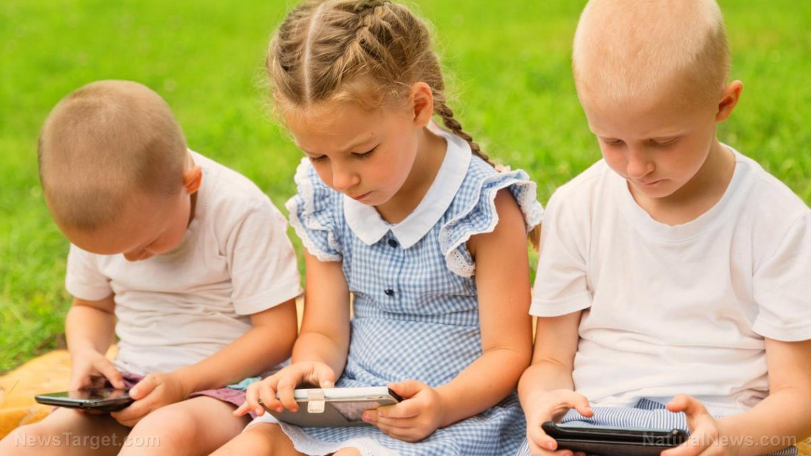 Schermtijd op zogenaamde slimme apparaten mogelijk oorzaak afname hersenen kinderen