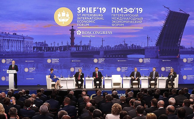 De toespraak van president Poetin tijdens de plenaire zitting van het Internationaal Economisch Forum van Sint-Petersburg