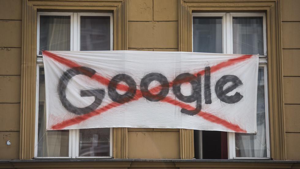 'We gaan naar een nieuwe, gecontroleerde samenleving die erger is dan het oude totalitarisme' – Zizek over Google lek