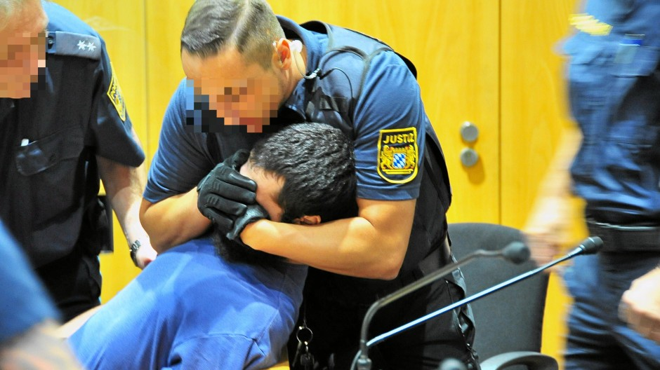 Schandaal tijdens berechting van islamisten in Augsburg