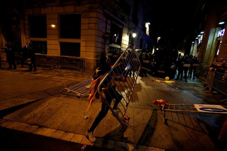 Ernstige incidenten tijdens de derde nacht van protesten in Barcelona