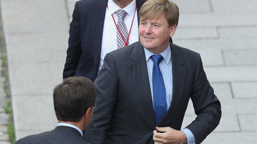 ABSURD: Mark Rutte betaalt koning Willem-Alexander 13.000 euro voor lift in privéjet naar Bilderbergconferentie