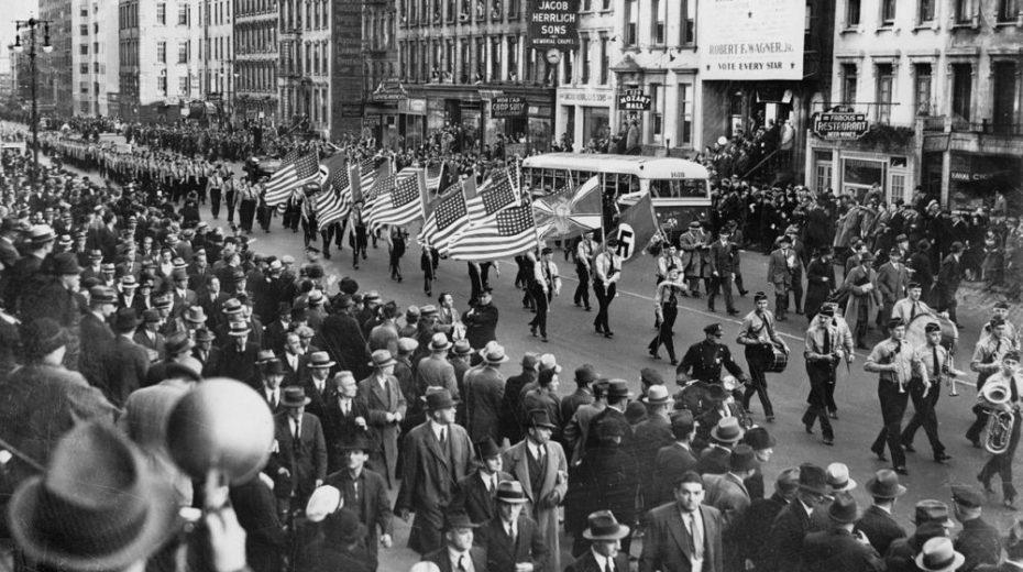 Het Amerika van de vader van Trump: een Hitler fan heerste in New York