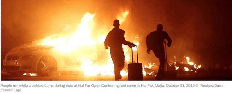 107 Afrikaanse illegalen gearresteerd in Malta voor het in brand steken van auto's en het verwonden van een politieagent