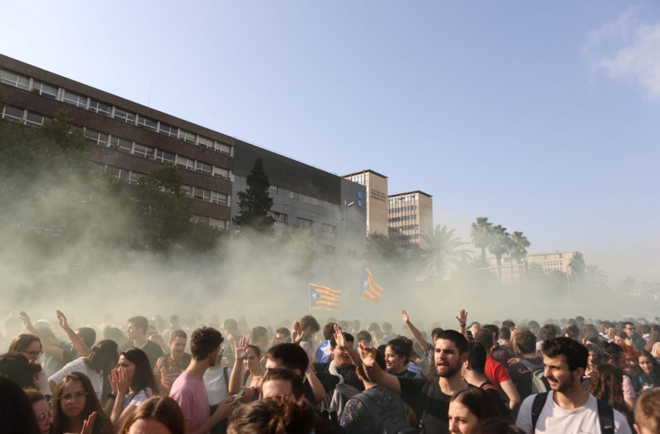 Duizenden mensen demonstreren door de hoofdstraten van Barcelona