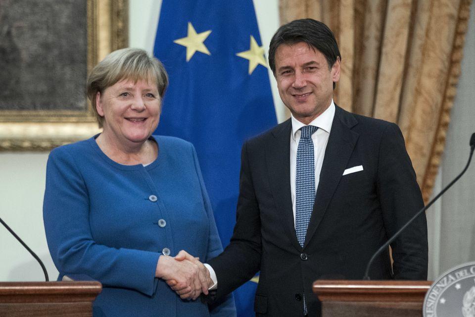 Merkel en Conte: EU-landen zouden meer vluchtelingen moeten accepteren