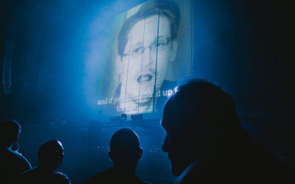 """Trump zegt dat hij """"heel sterk"""" zal kijken naar het verlenen van gratie aan Edward Snowden"""