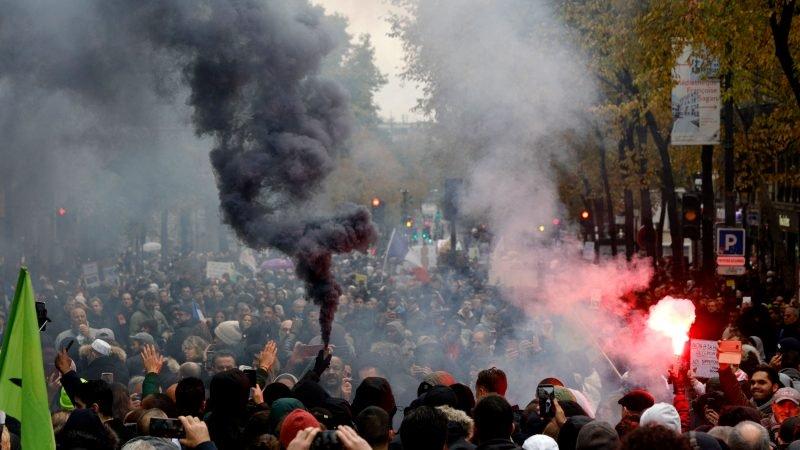 """Extreem links organiseerde deze zondag demo tegen """"Islamophobia"""" in Parijs"""