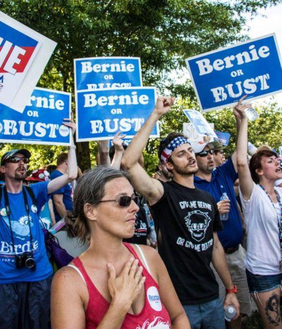 Miljardairs hebben een totale oorlog verklaard tegen Sanders en Warren