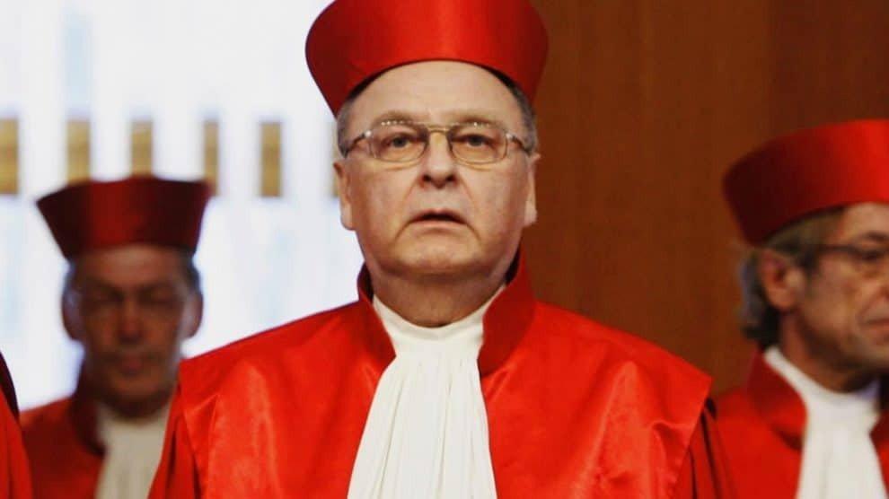 Ex-constitutionele rechter waarschuwt: Angela Merkel vestigt communistische eco-dictatuur
