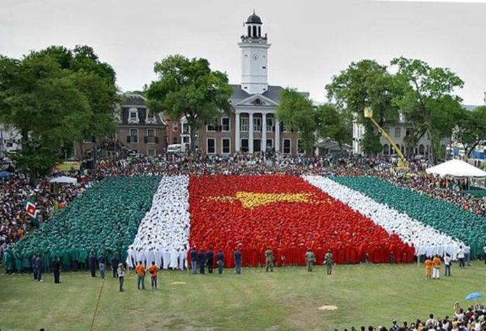 In 1975 werd Suriname onafhankelijk