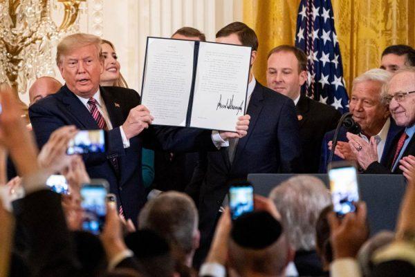 Trump creëert een nieuwe natie: Uitvoerende orde houdt in dat 'joodsheid' nu een nationaliteit is