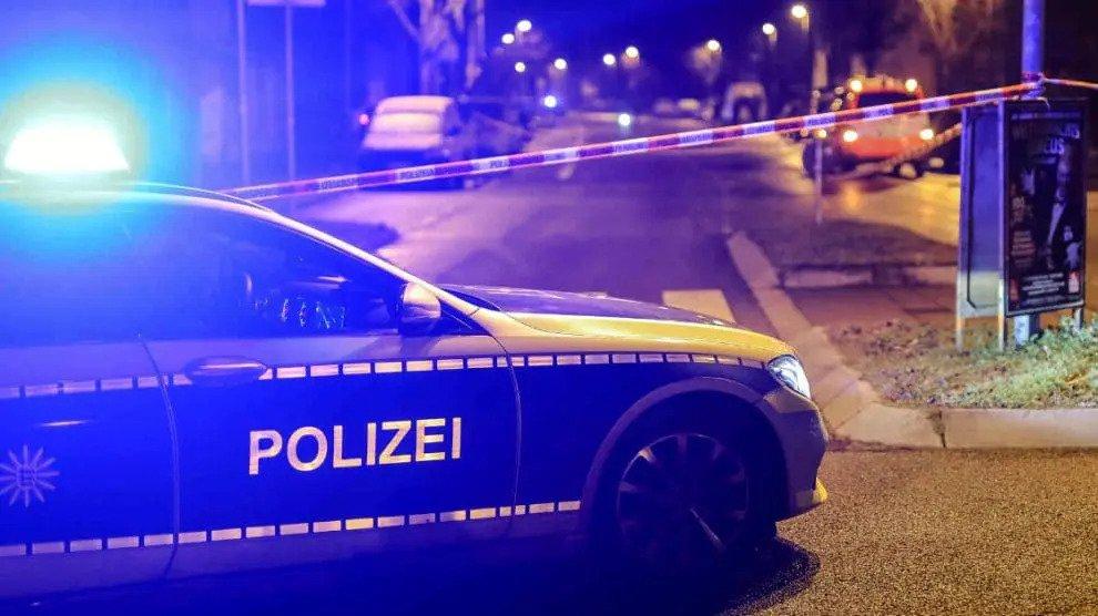 """Verrijking in Stuttgart: Onheilspellende """"man"""" valt de politie aan met een zwaard"""