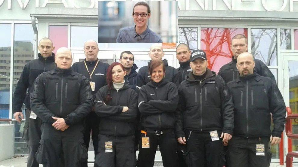 WDR-ANTIFA-activist Danny Hollek wordt bewaakt door ANTIFA knokploeg