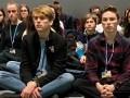 Als de pers rond Greta zwermt, Fellow Youth Activists brengen 'Krachtig en sterk' stille protest op COP 25