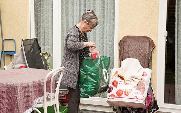 Veroordeeld voor het verzamelen van flessen: Senioren helpen geeft gepensioneerden nieuwe hoop
