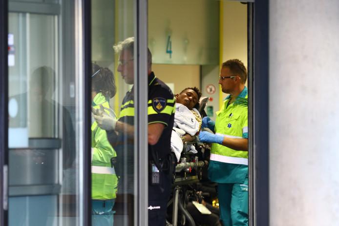 Duitse vrouwelijke arts waarschuwt de wereld over vreemde ziektes en geweld in ziekenhuizen