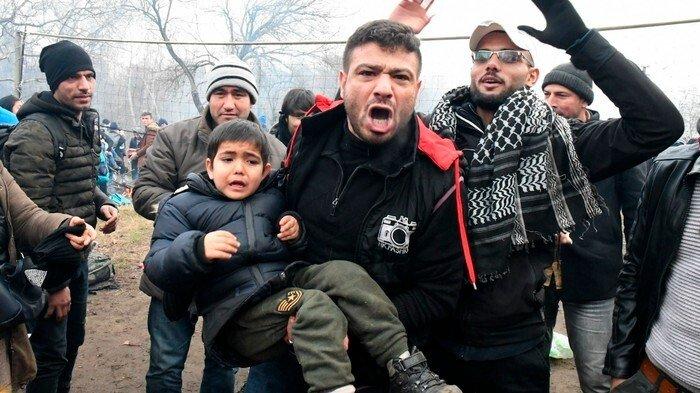 """Politicus op Lesbos: """"Dit is een voorbereidende fase van een burgeroorlog hier in Europa"""""""