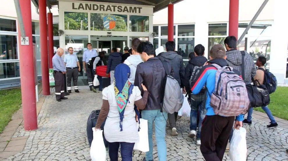 Helemaal gek: Inreisverboden zijn niet van toepassing op met corona besmette asielzoekers