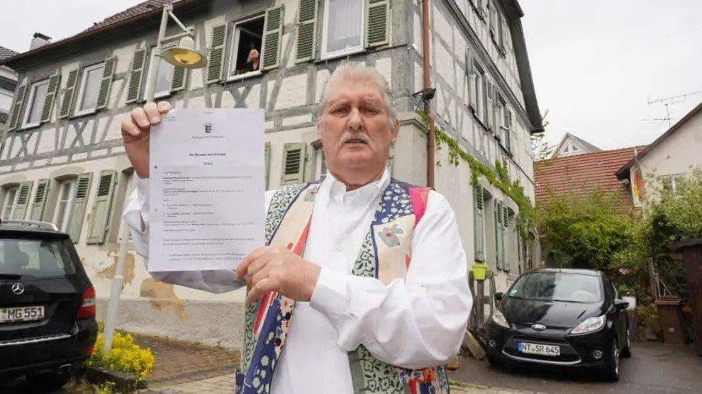 Rechtbank oordeelde: Gepensioneerde vliegt zijn appartement uit zodat illegale vluchtelingen kunnen intrekken