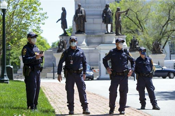 Een van de niet-vermelde bijwerkingen van COVID-19: een toename van de politiemacht
