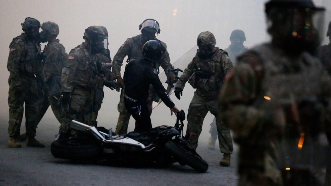Politie, de blauwe bende die Amerika terroriseert