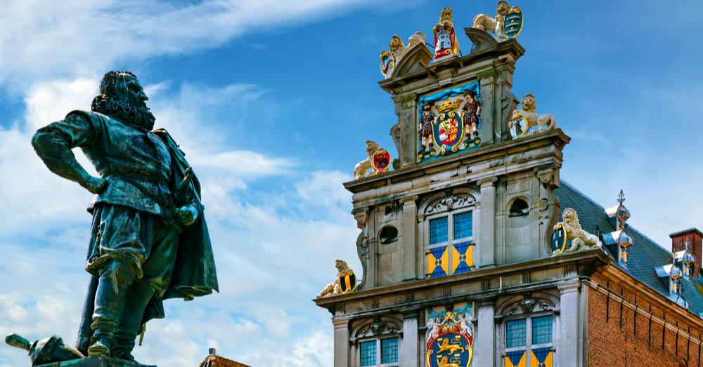'We Promise' wil het J.P. Coen monument verwijderen uit Hoorn