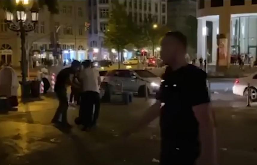 ACAB-relschoppers vechten tegen de politie in Frankfurt