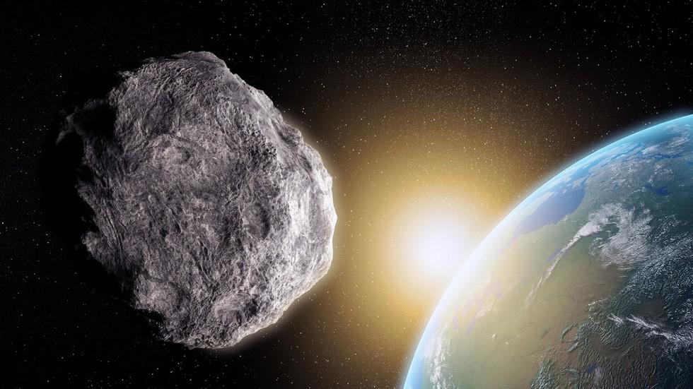 Deze week komen er nog vijf asteroïden binnen, maar NASA waarschuwt voor een naderende flyby dichterbij dan de MAAN