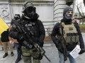 Extremisten gebruiken Facebook om zich te organiseren voor de burgeroorlog te midden van het coronavirus