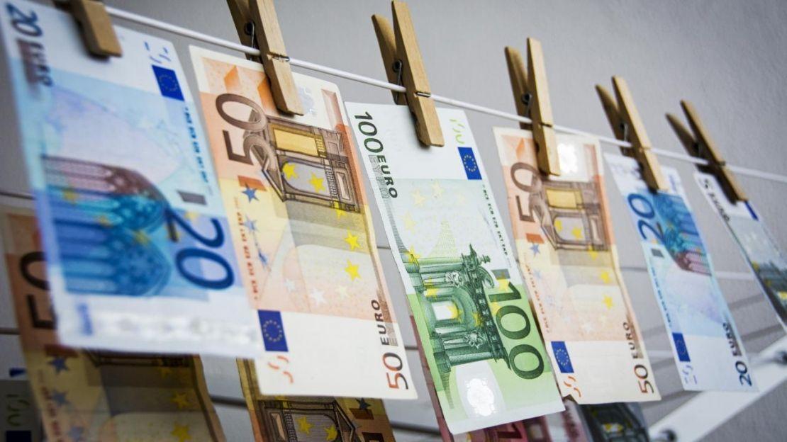 Witwassen van geld in Oeganda en dubbele EU-normen