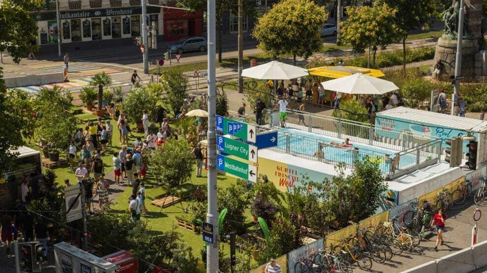 Wenen: Groenen blokkeren de hoofdweg en bouwen een zwembadsysteem voor migranten