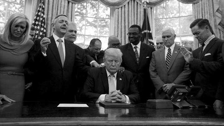 Trump bespot in het geheim zijn christelijke aanhangers